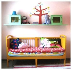 cama e berço colorido