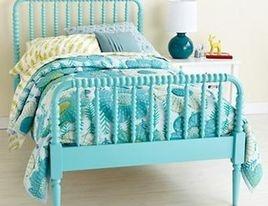 camas e berços coloridos